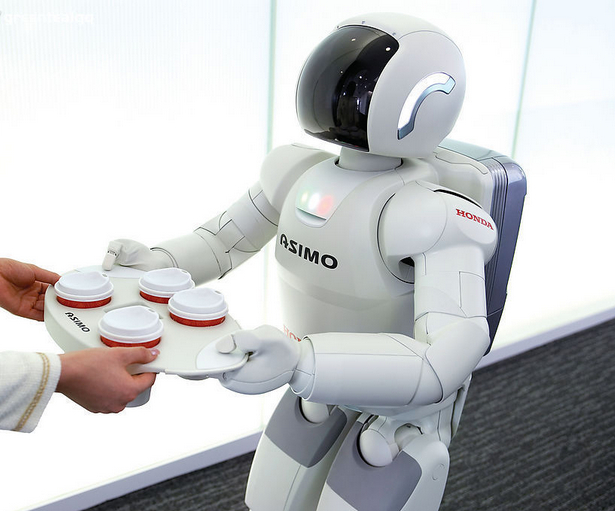 一位业内人士表示,现在内资机器人企业能够满足下游的生产需求,中国的机器人产业未来有可能走上美国式的以集成服务为主的道路。深圳一位券商分析师称现阶段国内机器人本体制造利润不高,集成服务是机器人产业的主要收益来源。      该业内人士透露,2013中国机器人销售量有望达到3万台左右,内资品牌约占销售总台量的10%左右。现阶段虽然内资品牌与外资产品相比,有一定的技术差距。但外资品牌的机器人产品很多功能对国内实际应用是冗余不需要的。内资企业产品现阶段在绝大部分生产环节中,有能力满足下游市场需求,在政府和相关
